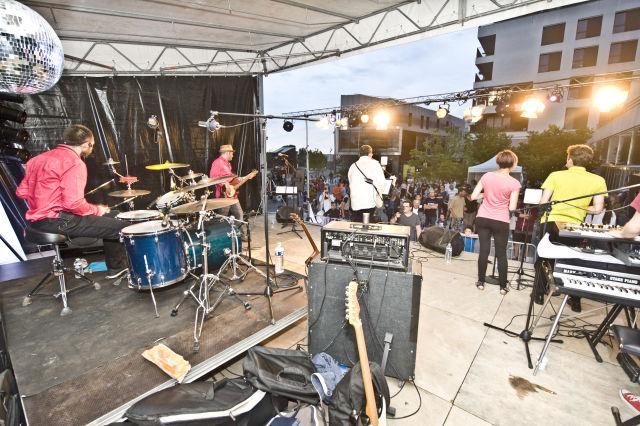 Le groupe BBR (Beaucoup de Bruit pour Rien) a animé la soirée de la Fête nationale - © Mira